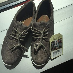 NWT TOMS Del Rey Taupe Sneakers